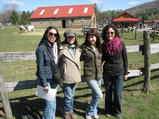 Dania, Elizabeth & me, Michelle: 4 sexy smart vegan girls in a car..haha